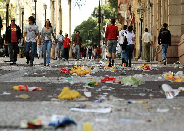 lixo-nas-ruas-8
